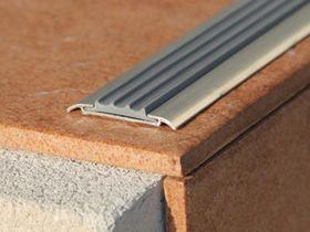 Алюминиевая накладка с резиновой вставкой АН42 серый